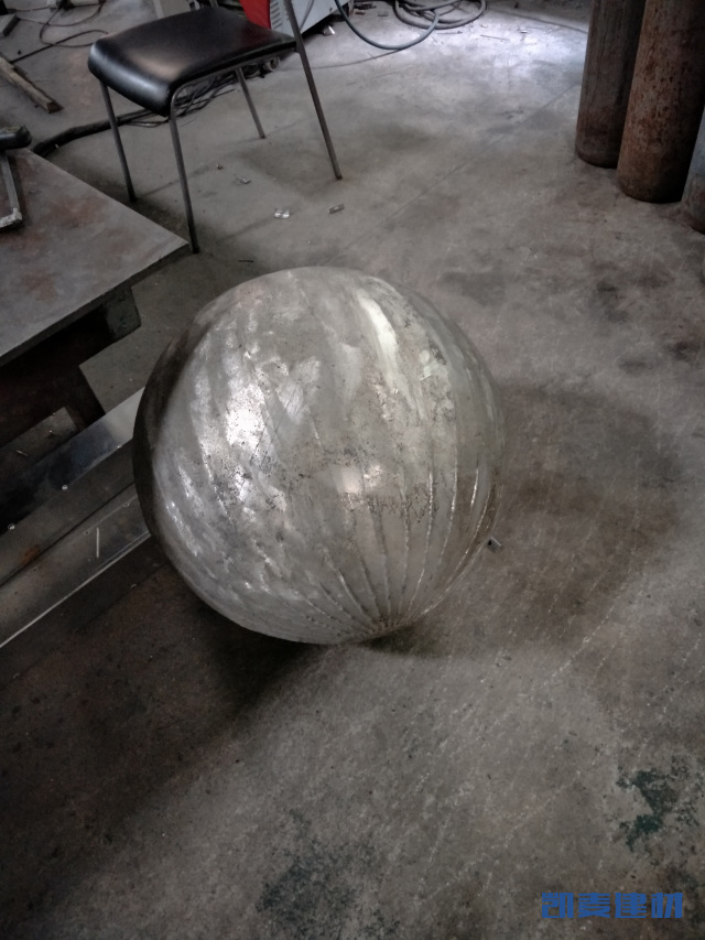 焊接好的球形双曲铝单板