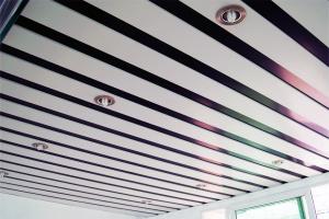 铝方通铺放间隔安装
