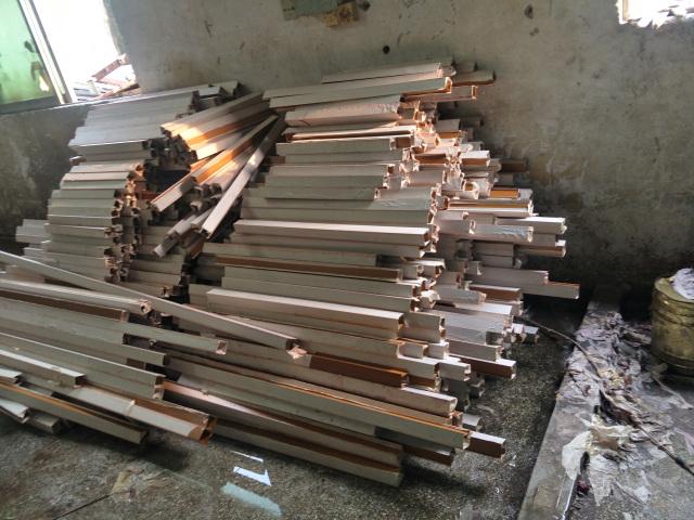 铝方管刚完成热转印木纹工艺