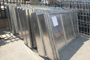 铝单板在等候上生产线氟碳喷涂