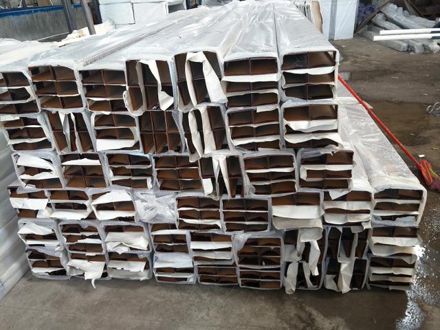木纹铝方通成品包装