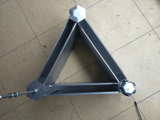 冲孔三角形吸音铝格栅上方视觉
