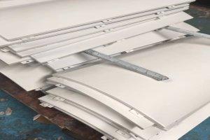 白色弧形铝单板