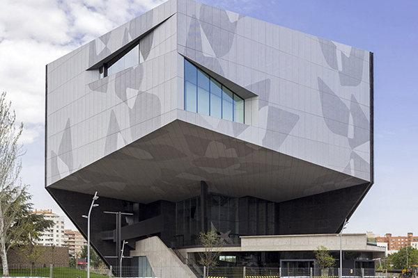 顶面和墙面均按装铝单板