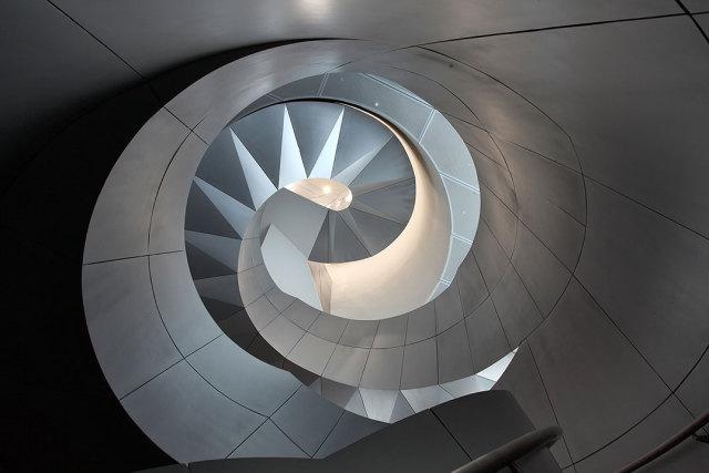 旋转走廊墙面安装铝单板