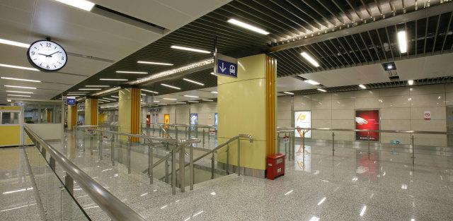地铁包柱黄色烤瓷铝单板