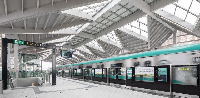 地铁站台造型吊顶铝单板包梁