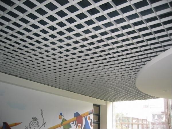 幼儿园活动区吊装铝格栅