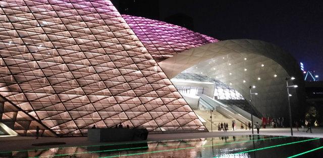 深圳当代艺术馆和规划展览馆墙面和吊顶造型铝单板