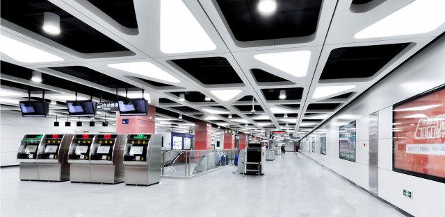 深圳地铁7号线车站造型灯槽吊顶铝单板