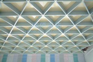 三角形型材铝格栅吊顶