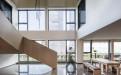 楼梯两侧木纹铝单板护墙